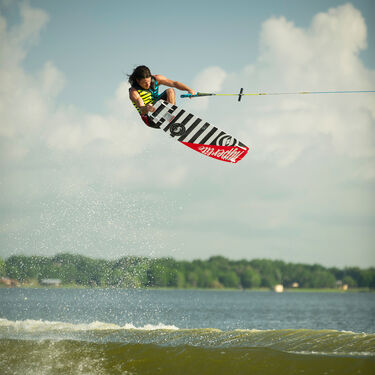 Hyperlite Franchise 128 Wakeboard With Remix Bindings