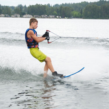 Connelly Prodigy Waterskis With Nova Binding And Rear Toe Plate
